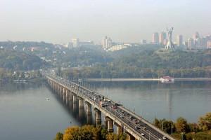 Эксплуатационные обустройства на мосту.