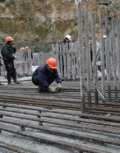Применение в железнодорожных мостах углеродистой стали.