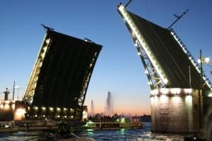 Питерский байкер перепрыгнул разводной мост