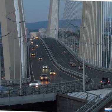 Мост через бухту Золотой Рог во Владивостоке.